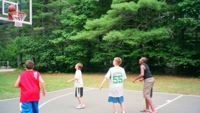 campers playing basketball at zohar program