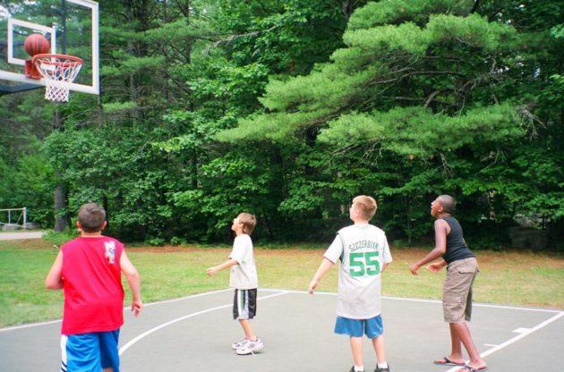 campers playing basketball at zohar program
